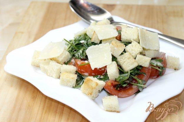 фото рецепта: Салат с грибами, рукколой и сыром бри