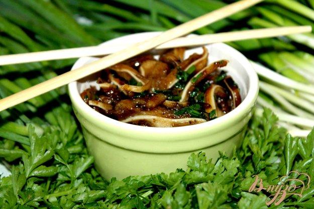 фото рецепта: Свиные ушки с зеленью и соевым соусом