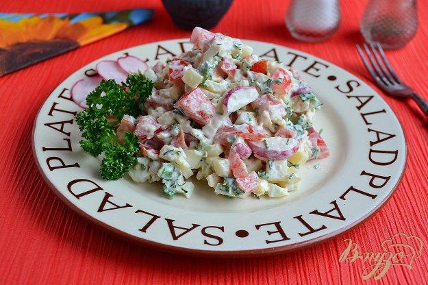 фото рецепта: Салат с курицей, редисом и помидорами