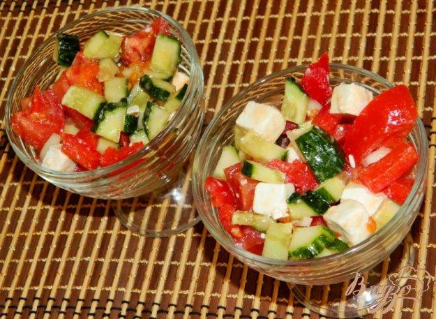 фото рецепта: Овощной салат с брынзой и оливковым маслом