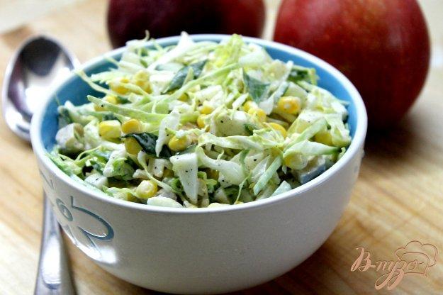 фото рецепта: Салат из капусты, яблока и куриной грудки