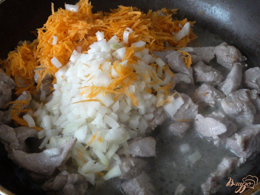 Фото приготовление рецепта: Гуляш из индейки шаг №2