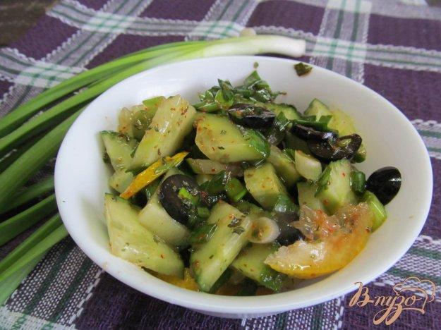 фото рецепта: Огуречный салат с оливками и мятой