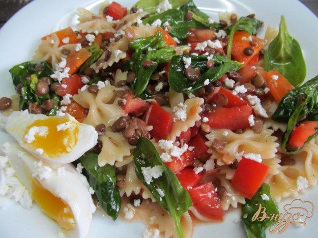 фото рецепта: Пестрый салат с макаронами и овощами