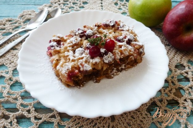 фото рецепта: Пирог с овсяными хлопьями и яблоками