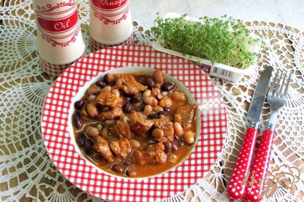 фото рецепта: Свинина с фасолью в томатном соусе