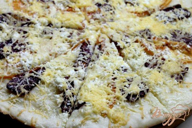 фото рецепта: Пицца с брынзой и сырокопченой колбасой