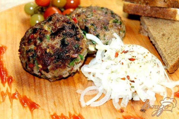 фото рецепта: Медальоны со свинины с зеленью и перцем чили