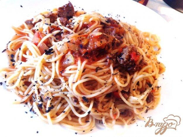 фото рецепта: Спагетти с соусом из говяжьей тушенки