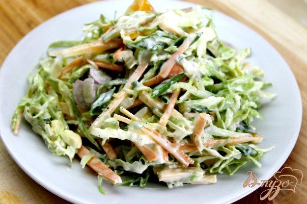 фото рецепта: Капустный салат с перепелиным яйцом и сыром