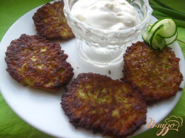 фото рецепта: Оладьи с кабачком и сыром