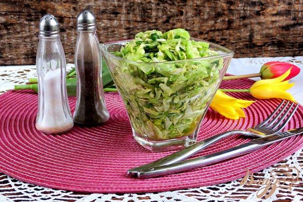 фото рецепта: Салат из молодой капусты и огурцов