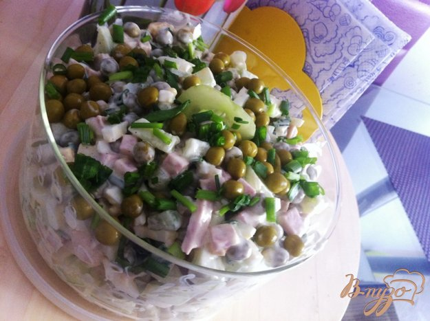 Салат из горошка консервированного и яиц колбасы
