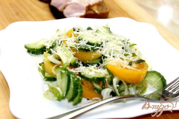 фото рецепта: Овощной салат с пореем и пармезаном