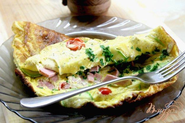 фото рецепта: Омлет с кабачками, черри и сыром