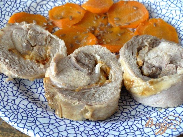 фото рецепта: Рулет из индейки с сыром