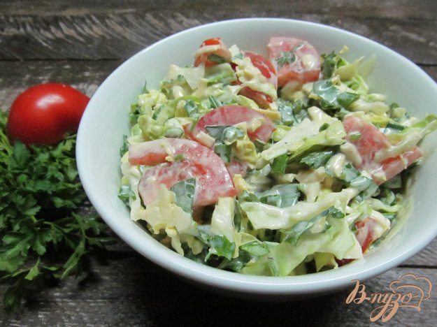 фото рецепта: Овощной салат под соусом из кефира