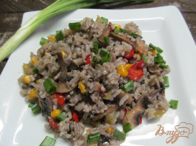 фото рецепта: Рис с грибами и кукурузой