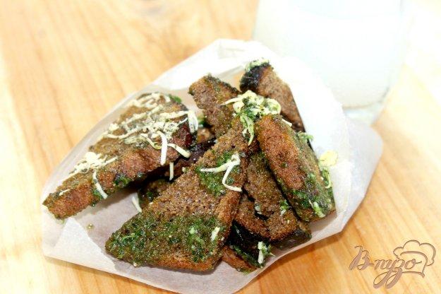 фото рецепта: Ржаные гренки в чесночном соусе и сыре