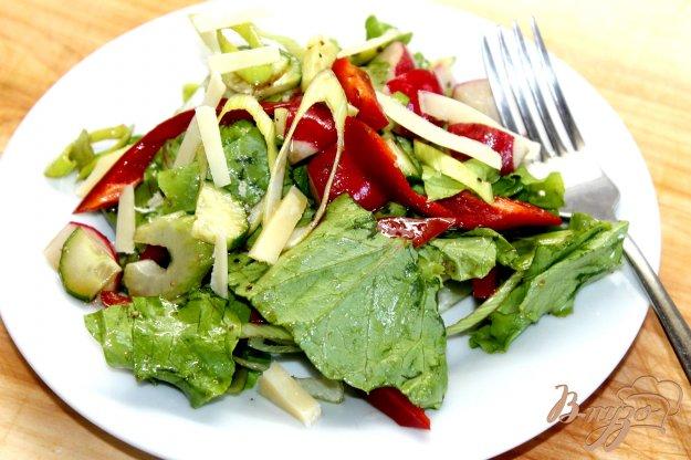 фото рецепта: Овощной салат с пореем и соевым соусом