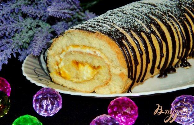 фото рецепта: Бисквитный рулет с абрикосовым джемом и творогом
