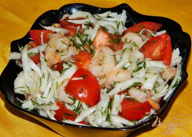 фото рецепта: Салат с креветками, помидорами и пекинской капустой