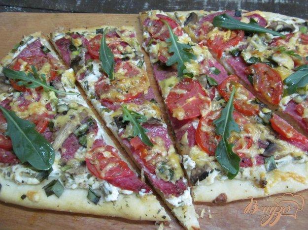 фото рецепта: Пицца с творогом и салями