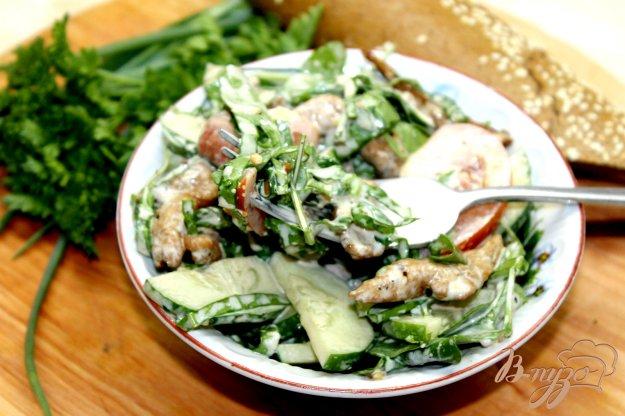 Салат из шпината и куриной грудки