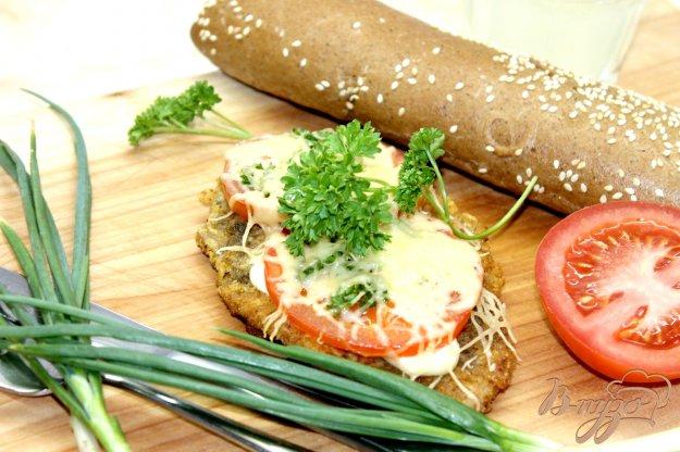 фото рецепта: Куриная отбивная в хлебной панировке с помидорами
