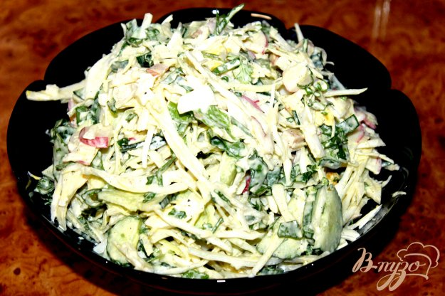 фото рецепта: Капустный салат с беконом, яйцом и щавелем
