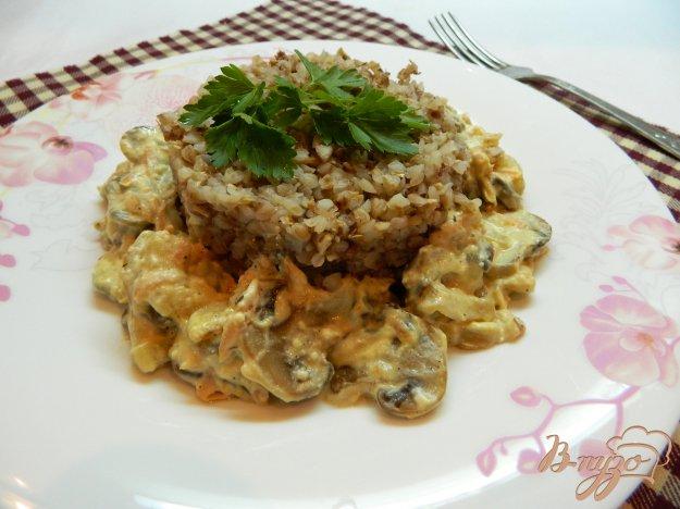фото рецепта: Гречневая каша с грибной подливой