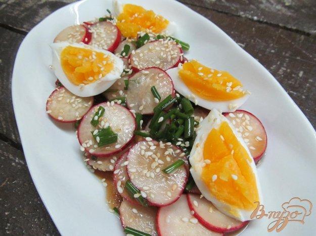 фото рецепта: Салат из маринованной редиски