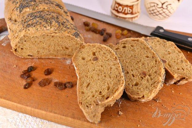 фото рецепта: Пшенично-ржаной батон с изюмом