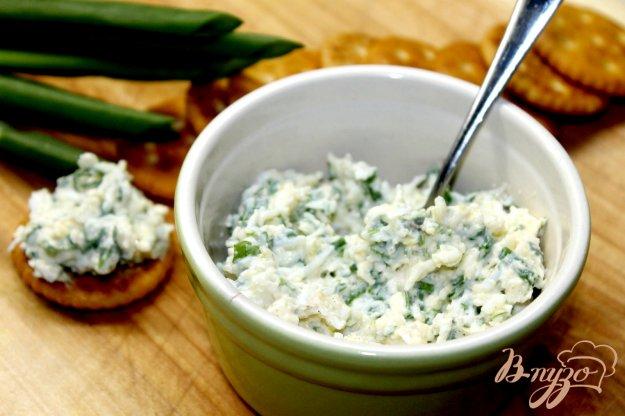 фото рецепта: Яично - сырная закуска на крекеры