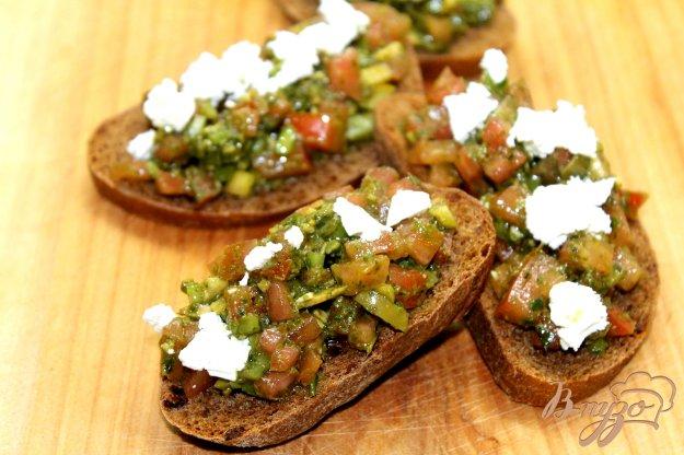 фото рецепта: Гренки с овощами и тыквенными семечками
