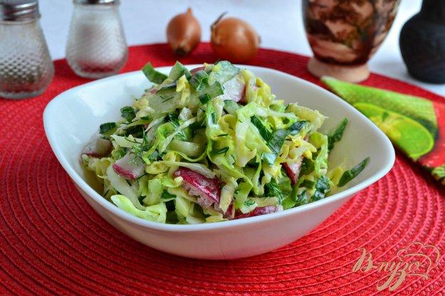 фото рецепта: Весенний овощной салат с щавелем и сметаной