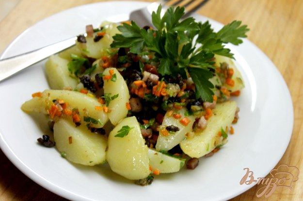 фото рецепта: Отварной молодой картофель с сердечками и беконом