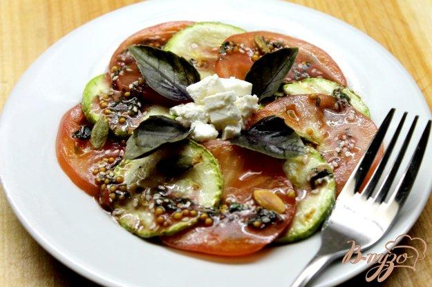 фото рецепта: Салат из помидоров и кабачков гриль под мятным соусом