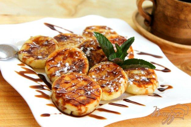 фото рецепта: Сырники с лимонной цедрой и кедровыми орехами