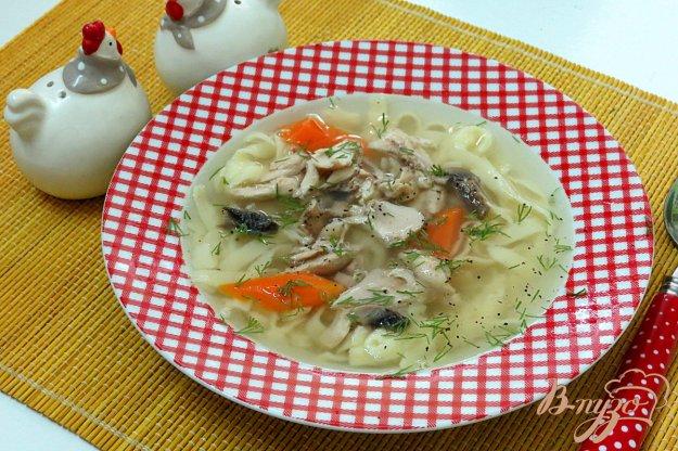 фото рецепта: Курино - грибной бульон с лапшой