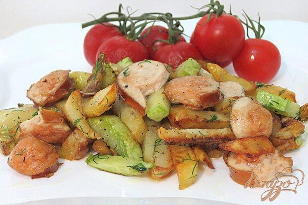 фото рецепта: Картофель жареный с кабачками и сосисками