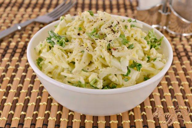 фото рецепта: Салат из капусты с подкопченным сулугуни