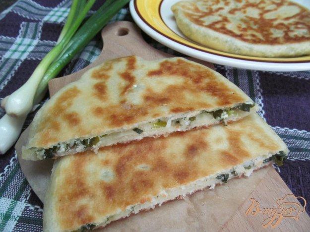 фото рецепта: Лепешки с начинкой из зелени и творога