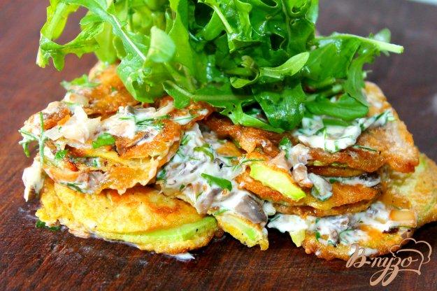 фото рецепта: Кабачки с начинкой из грибов и зелени
