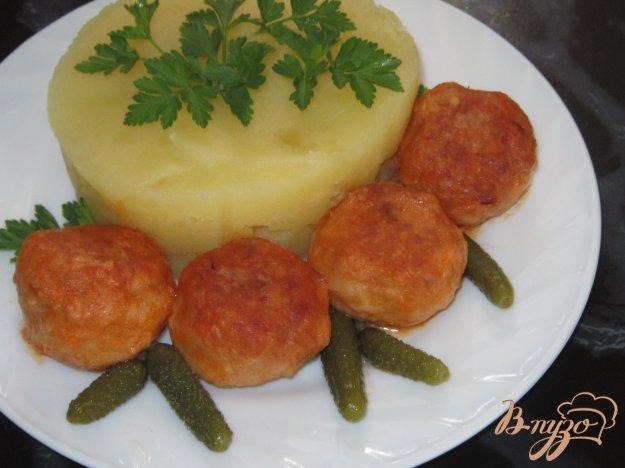 фото рецепта: Тефтели с сыром в томатно-сливочном соусе