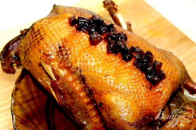 фото рецепта: Румяная утка с фруктами