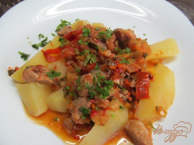 фото рецепта: Тушенная свинина с овощами и яблоком