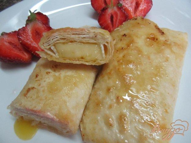фото рецепта: Сыр бри в лаваше с медом