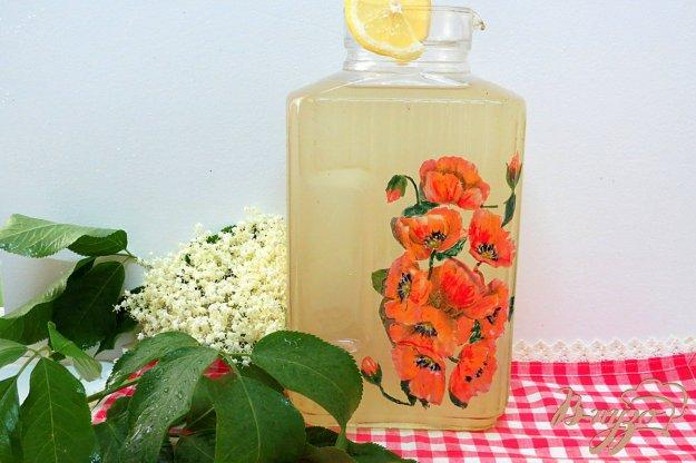 фото рецепта: Лимонад с соцветиями бузины