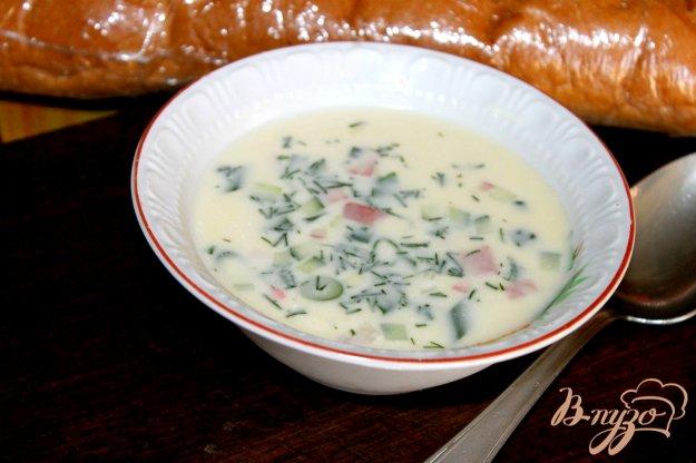 фото рецепта: Домашняя окрошка с копченой колбасой на сметане